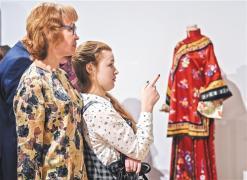 中国丝绸服装展在莫斯科举办