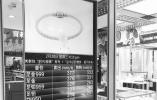 温州各大商场黄金价格一路上涨 金饰销量不降反升