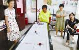 4年带出近百名桌上冰壶学员 宁波81岁老奶奶成了社区红人