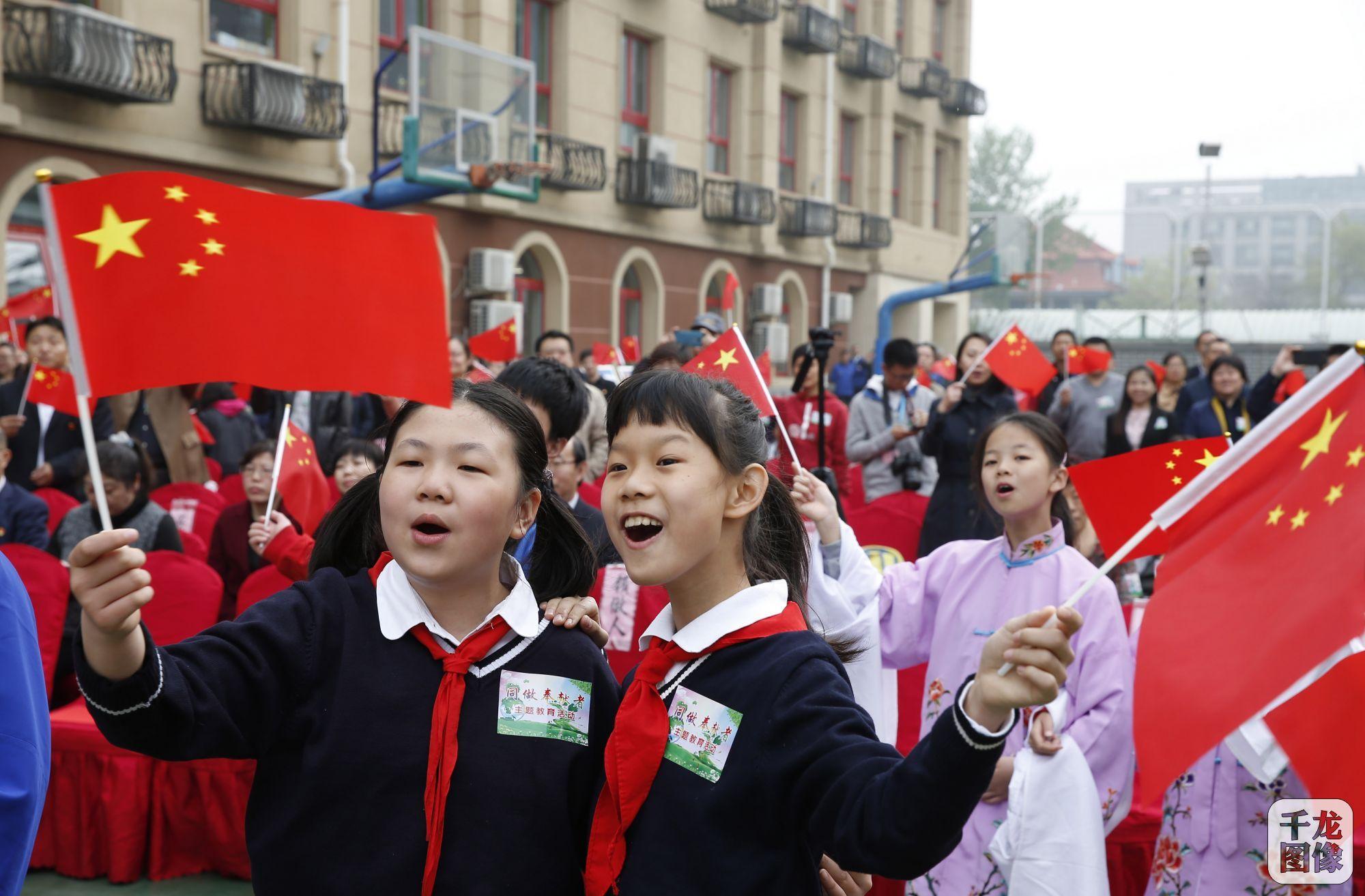 同做奉献者 东城区师生共庆新中国70华诞