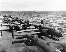 B-25B列阵完毕,进入起飞姿态
