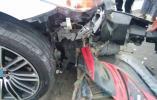 轿车路口连撞两辆电动车致一死两伤
