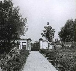 1956年,镇中东部校门