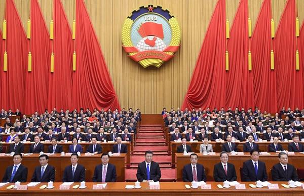 3月3日,中国人民政治协商会议第十三届全国委员会第一次会议在北京人民大会堂开幕。党和国家领导人习近平等在主席台就座。
