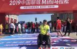 """用轮椅""""奔跑"""" 聊城""""跑马""""选手蔡起蛟40分钟跑完8公里"""