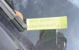 开车不小心刮了他人车辆 她留纸条还报警寻车主