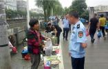 灵昆街道联合多部门开展农贸市场及周边环境整治行动