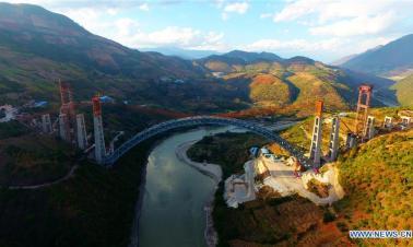 China builds railway arch bridge with world's longest span