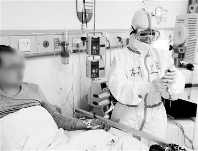 """中部战区总医院3000余名合同制员工冲锋在抗""""疫""""一线记事"""