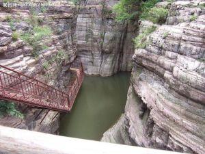 龙潭 大峡谷是黛眉山世界地质公园