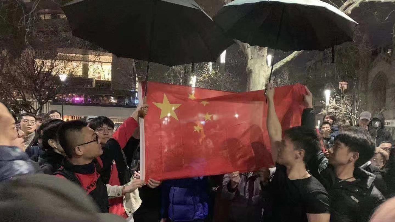 在澳洲留学生高唱国歌 怒怼香港游行示威者