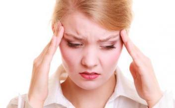 头痛可按摩7个穴位 日常应保证充足睡眠